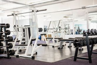 Trainingsraum im Fitnessstudio